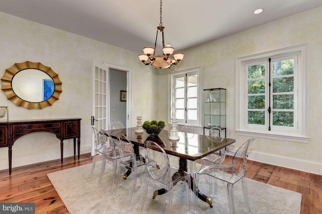 Dining Room opens to center hall and kitchen - 7705 NORTHDOWN RD, ALEXANDRIA