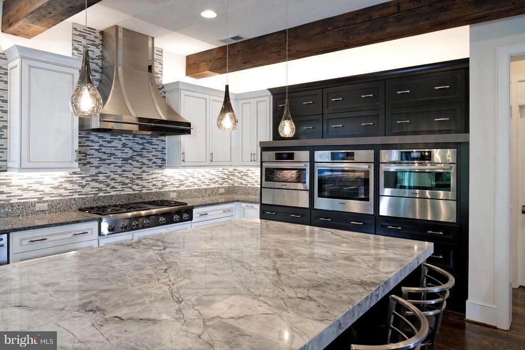 Kitchen - 9109 DARA LN, GREAT FALLS