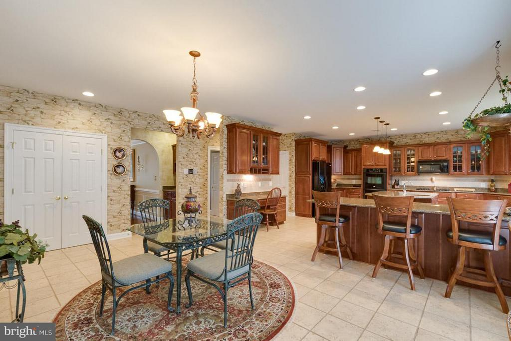 Kitchen - 42814 APPALOOSA TRAIL CT, CHANTILLY