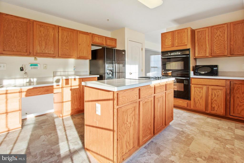 Kitchen - 3701 HILL PARK DR, TEMPLE HILLS