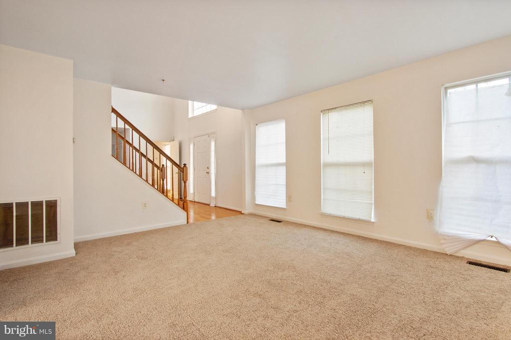 Living Room - 3701 HILL PARK DR, TEMPLE HILLS