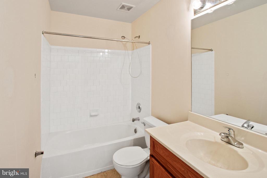 Bath - 3701 HILL PARK DR, TEMPLE HILLS