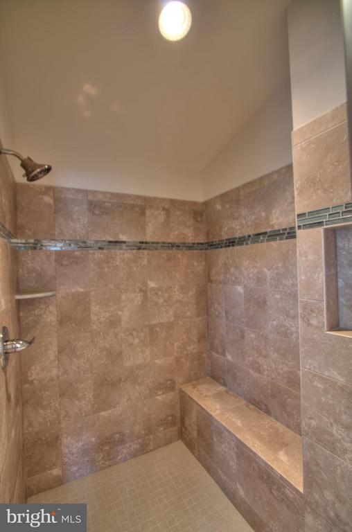 Bath (Master) - 2 AVALON LN, STAFFORD