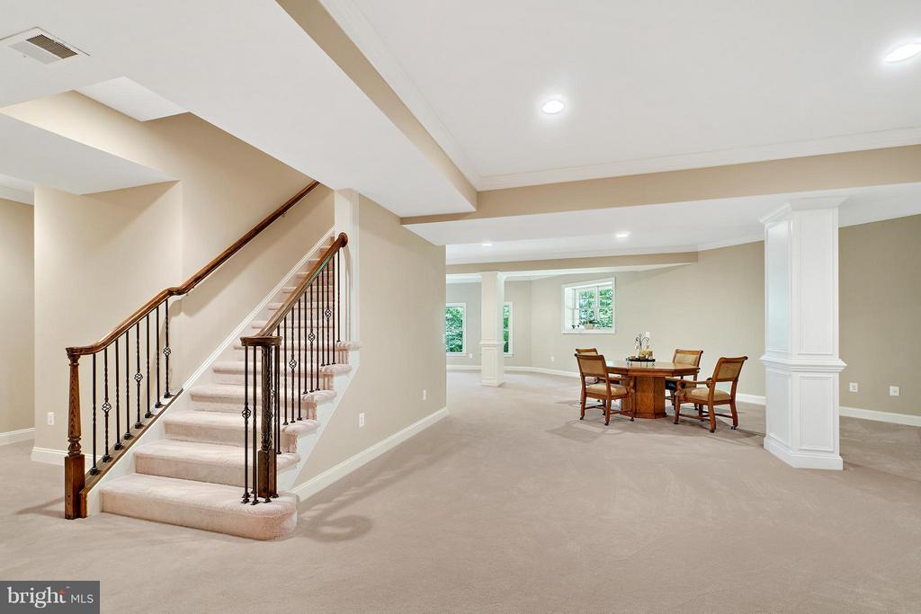 Basement with 10' ceilings and wet bar rough-in! - 8100 LONGTREE RD, MANASSAS
