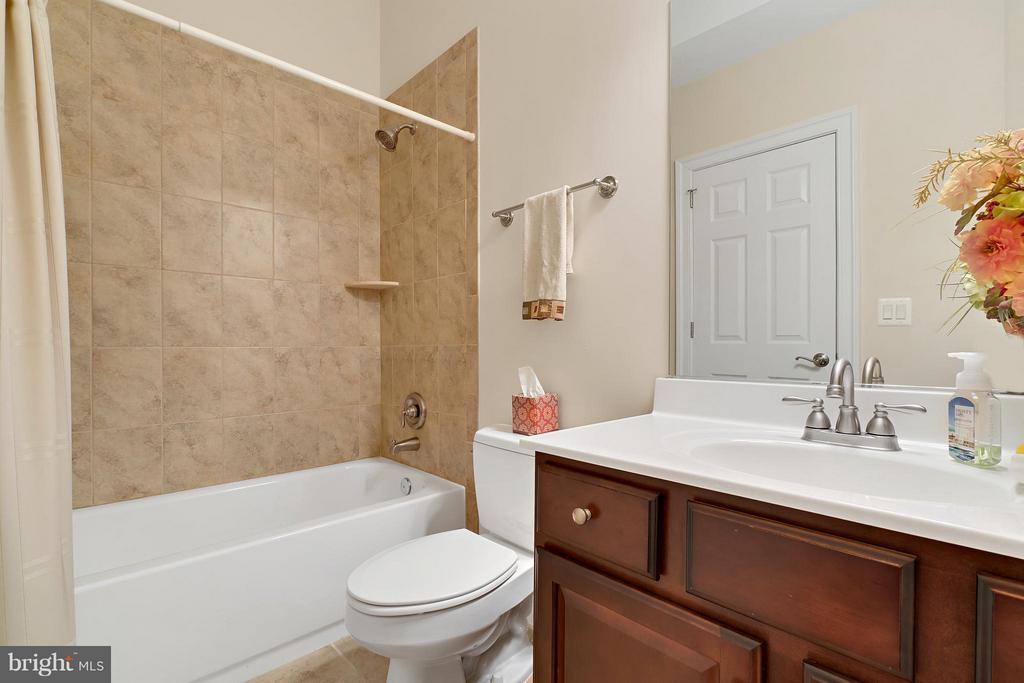 Bath 4 - 8100 LONGTREE RD, MANASSAS