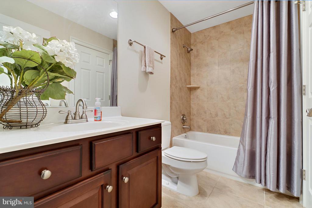 Bath 3 - 8100 LONGTREE RD, MANASSAS