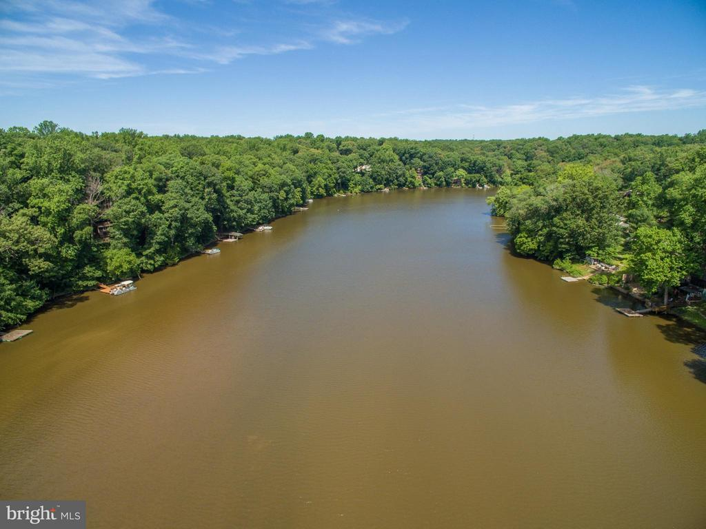 Boatable water for fishing and water sports - 8100 LONGTREE RD, MANASSAS