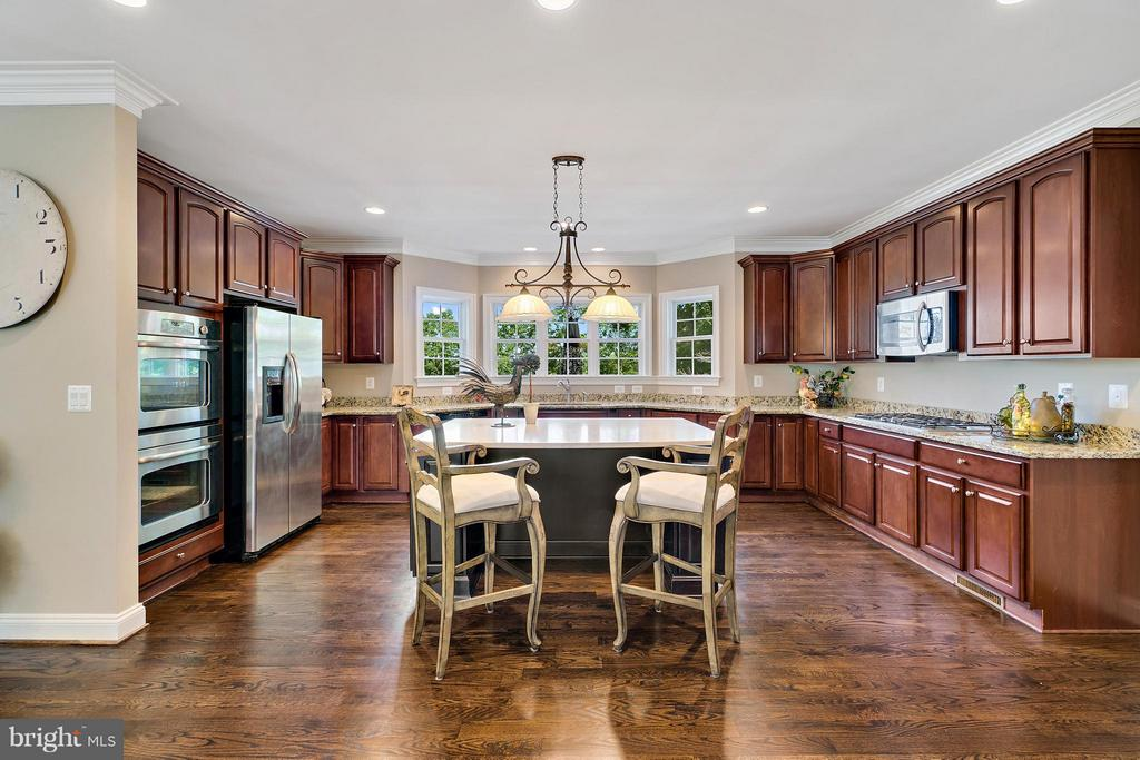 Gourmet Kitchen with marble top island! - 8100 LONGTREE RD, MANASSAS