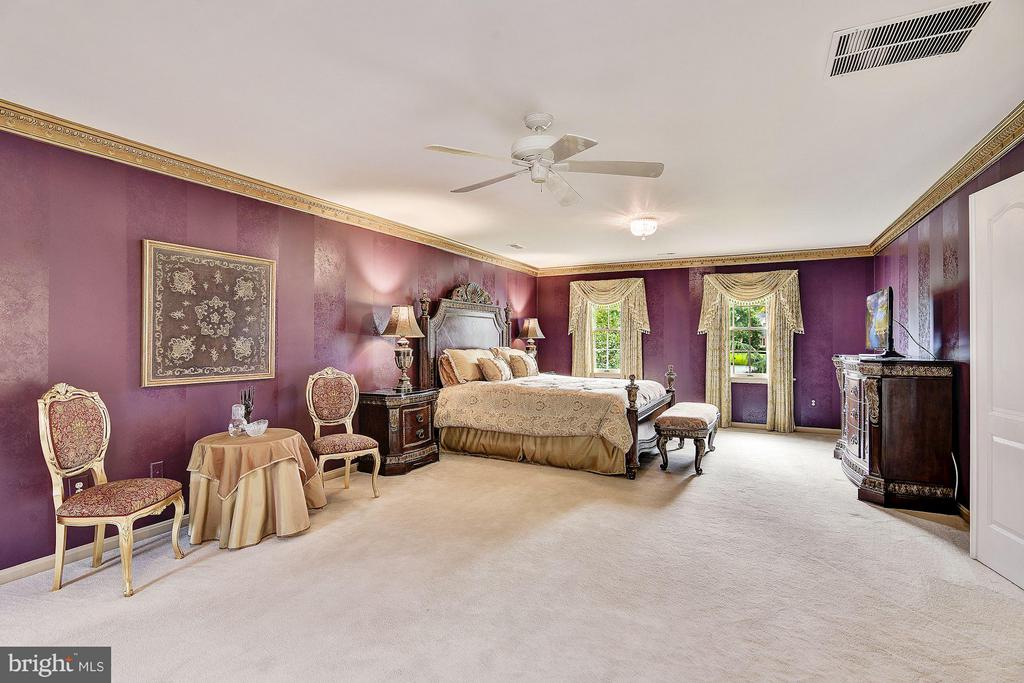Master Suite w/ Sitting & Dressing Areas - 5605 SILVER OAK CT, ROCKVILLE