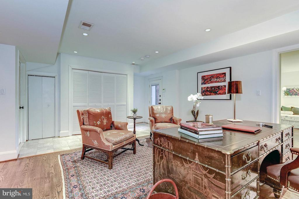 Entry level family room / Office - 1821 23RD ST NW, WASHINGTON