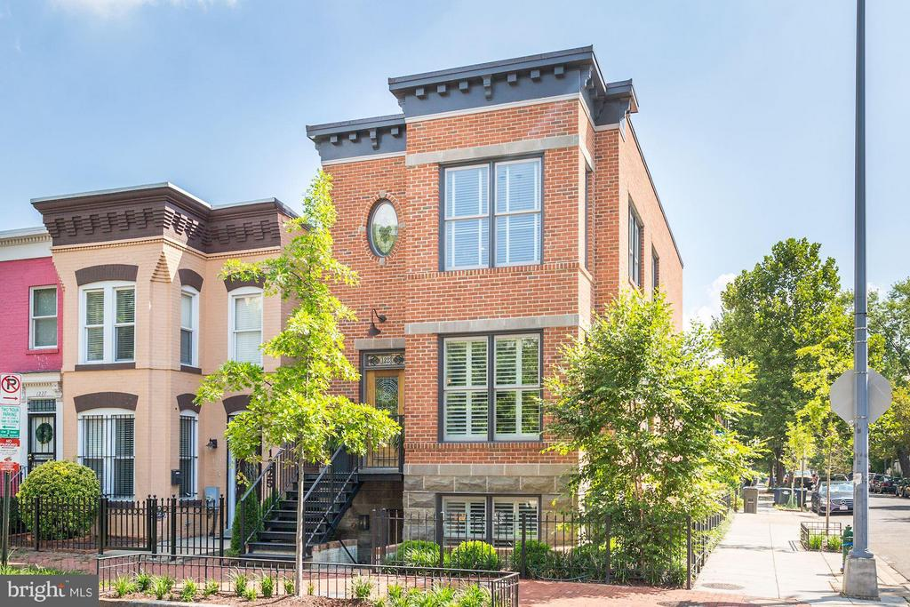 Detached home in trendy Mt. Vernon Sq c. 2016 - 1223 5TH ST NW, WASHINGTON