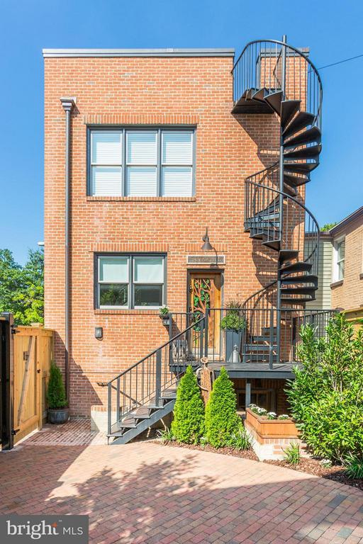 Custom made spiral stairs to rooftop - 1223 5TH ST NW, WASHINGTON