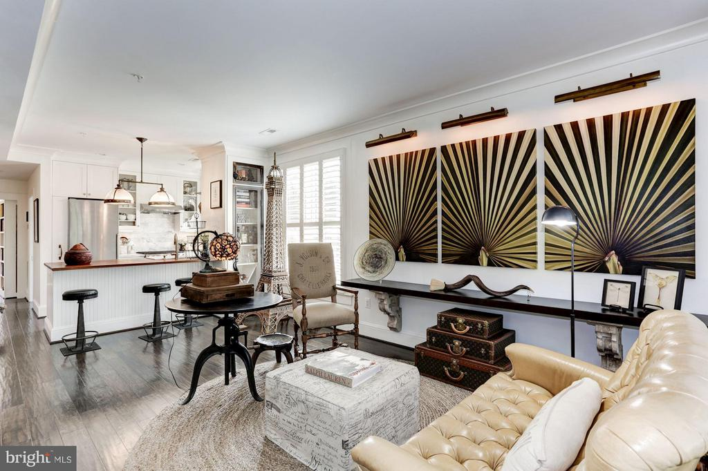 Spacious main floor living room - 1223 5TH ST NW, WASHINGTON