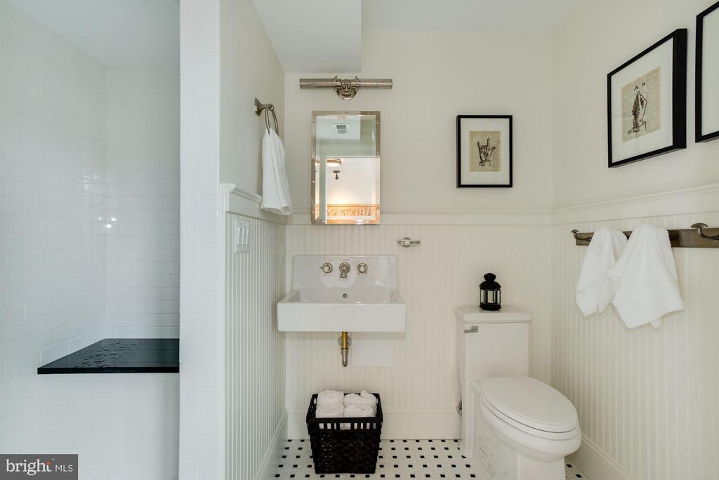 Upper unit bathroom - 1223 5TH ST NW, WASHINGTON