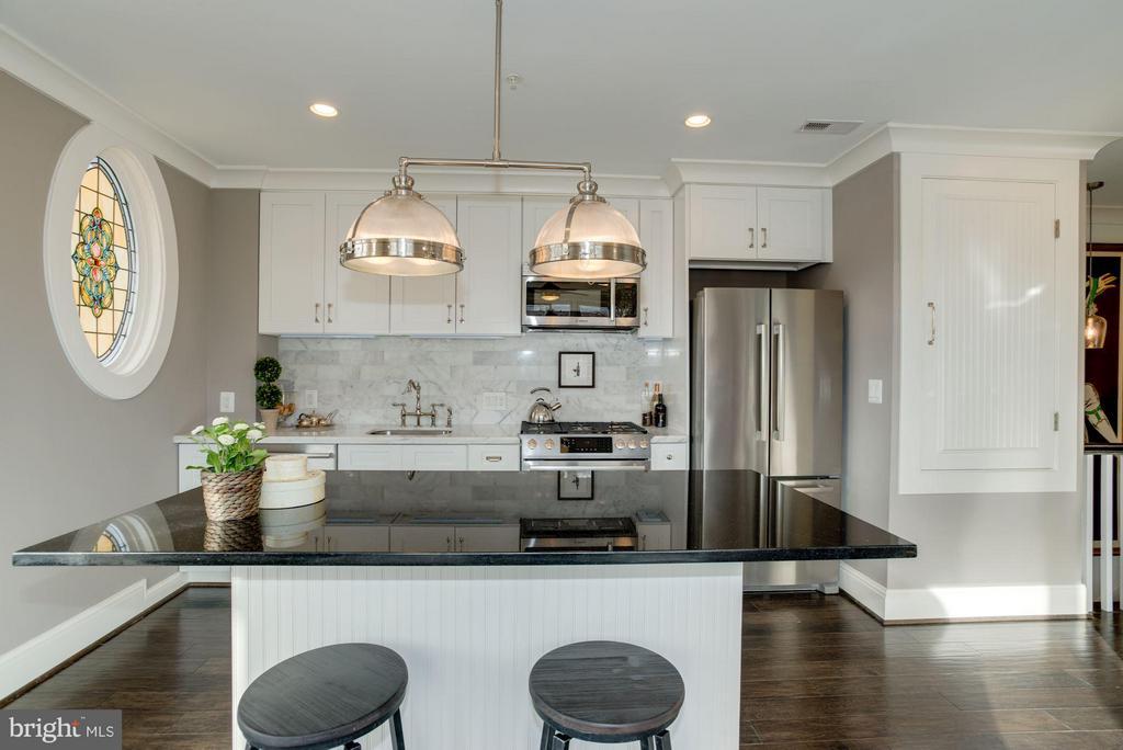 Stunning kitchen in the upper unit, Bosch appl. - 1223 5TH ST NW, WASHINGTON