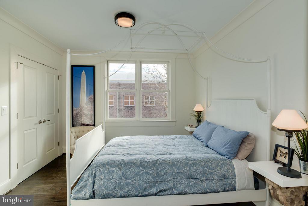 Upper unit second bedroom - 1223 5TH ST NW, WASHINGTON