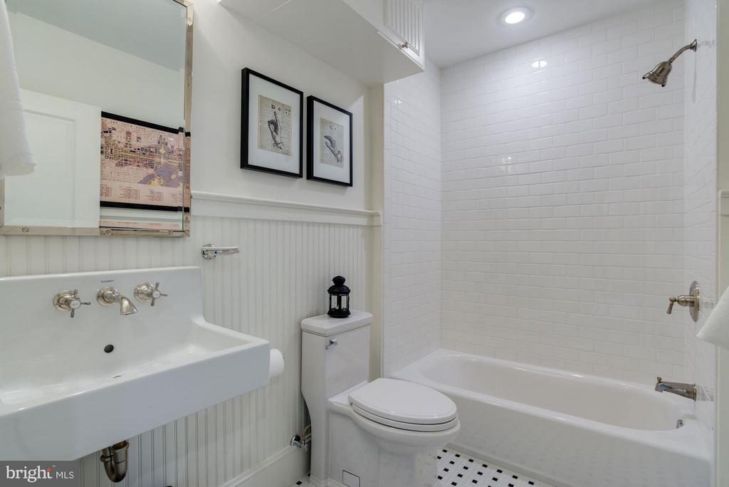 Upper unit bath with vintage style details - 1223 5TH ST NW, WASHINGTON