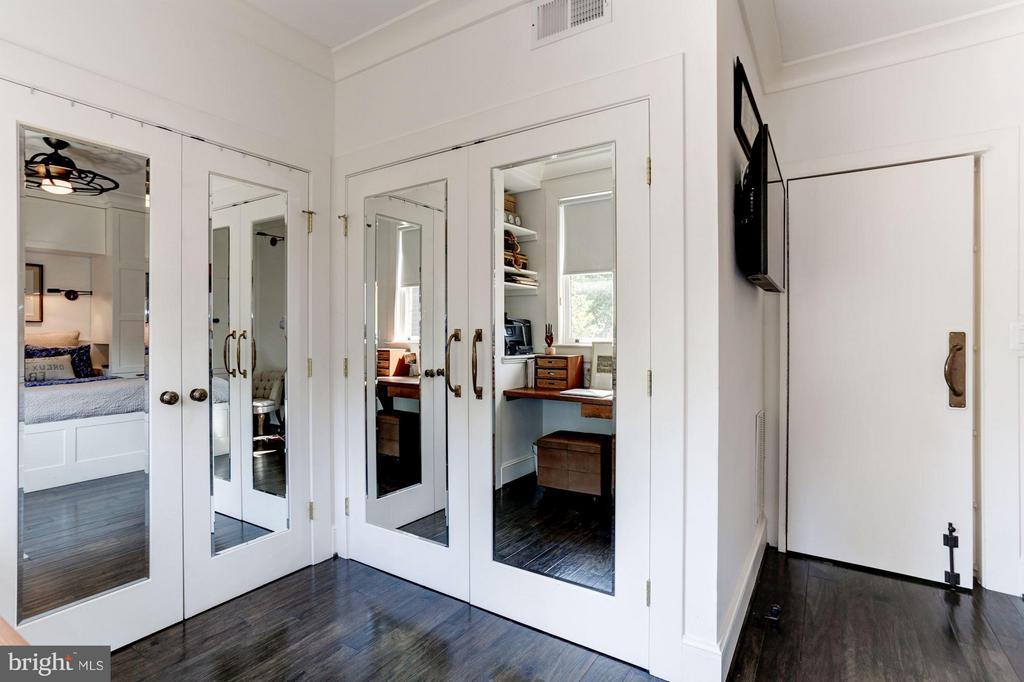 Hidden main fl. kitchenette, secret bookshelf door - 1223 5TH ST NW, WASHINGTON