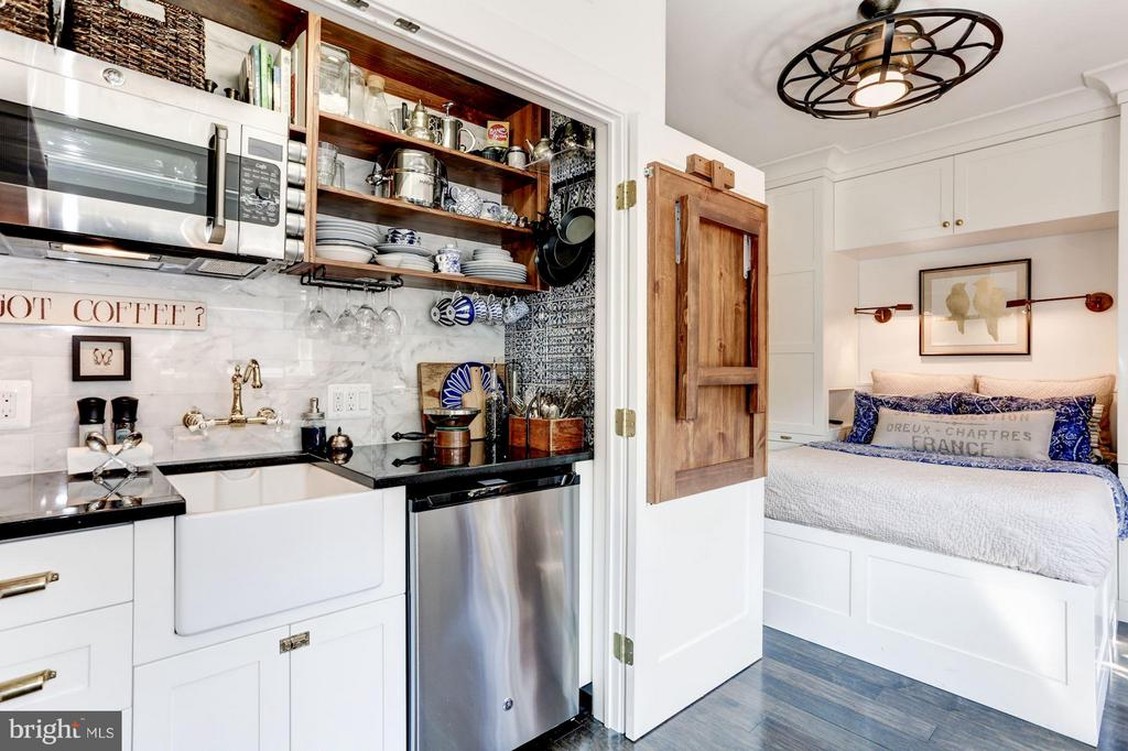Kitchenette, bedroom can covert to micro unit - 1223 5TH ST NW, WASHINGTON