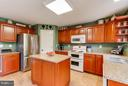 New cabinets and quartz counters - 17296 CEDAR BLUFF CT, ROUND HILL