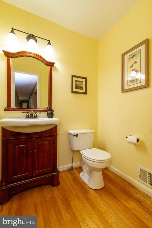 Main level half bath - 17296 CEDAR BLUFF CT, ROUND HILL