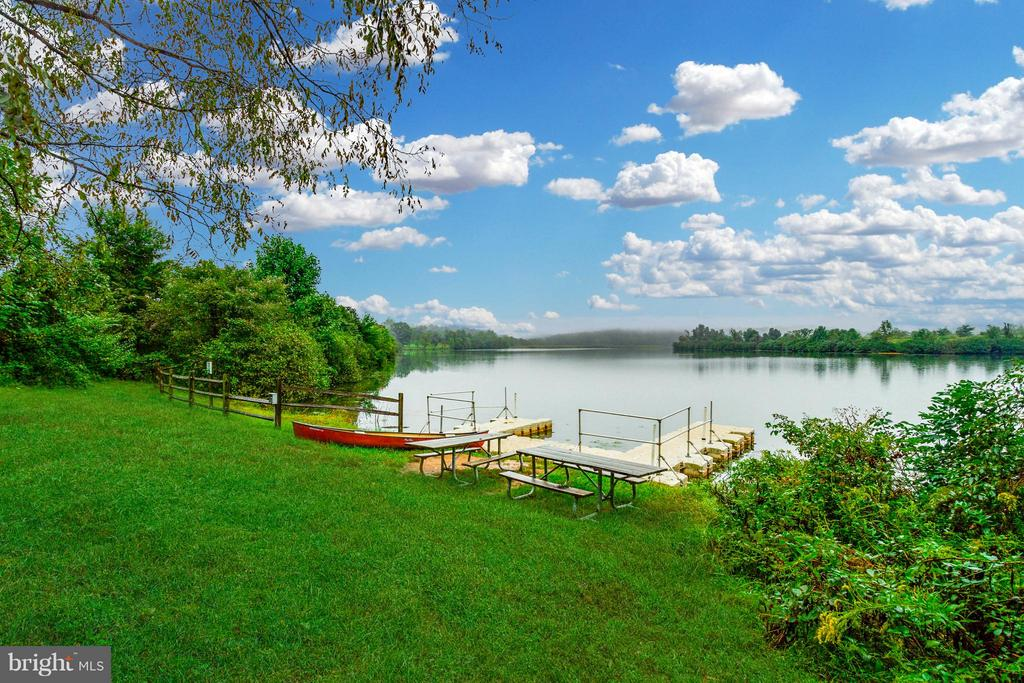 Private community access to Sleeter Lake - 17296 CEDAR BLUFF CT, ROUND HILL