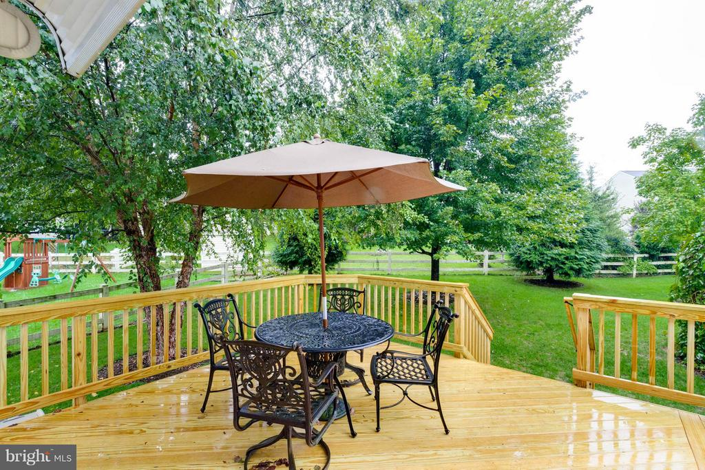 Perfect spot for dinner on the deck - 17296 CEDAR BLUFF CT, ROUND HILL