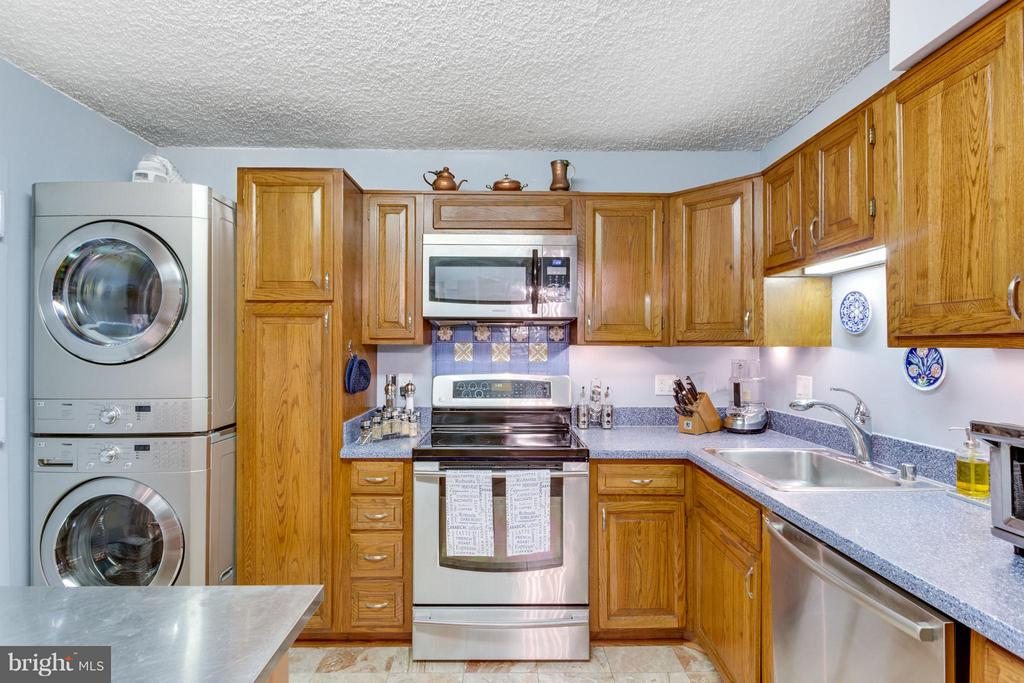 Kitchen - 1800 OLD MEADOW RD #108, MCLEAN