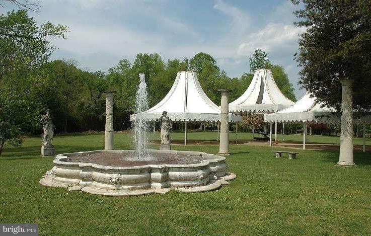 Fountain & Canopy Garden - 10606 BELMONT BLVD, LORTON