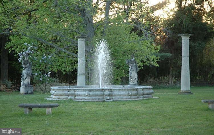 Fountain - 10606 BELMONT BLVD, LORTON