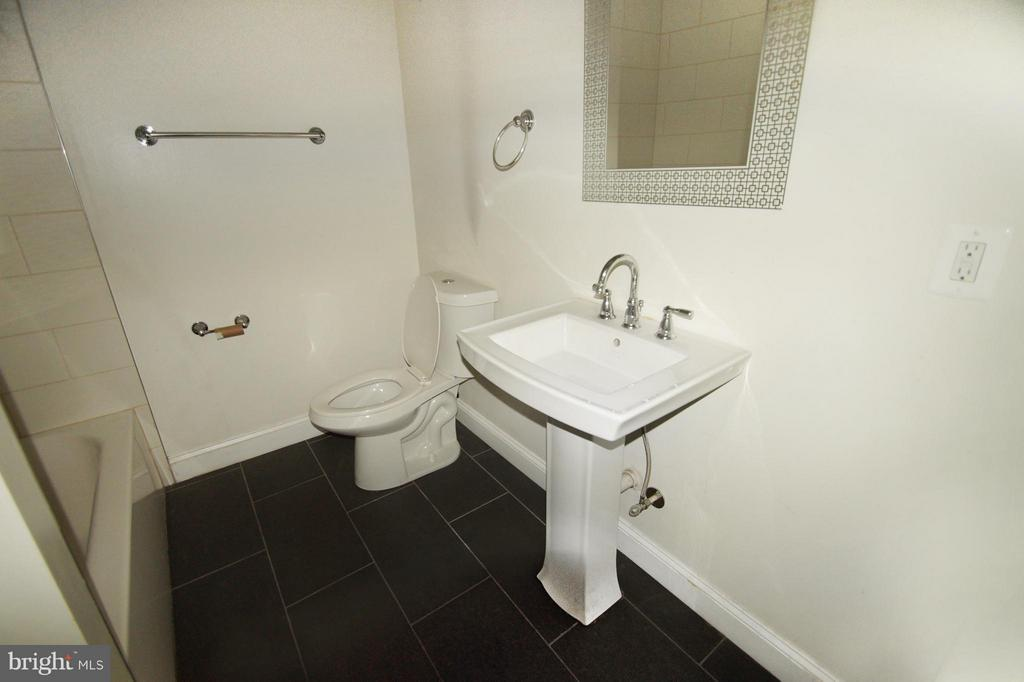 Bath - 1635 HOLBROOK ST NE, WASHINGTON