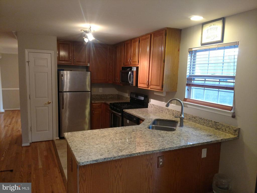 Kitchen - 13810 MAPLEDALE AVE, WOODBRIDGE