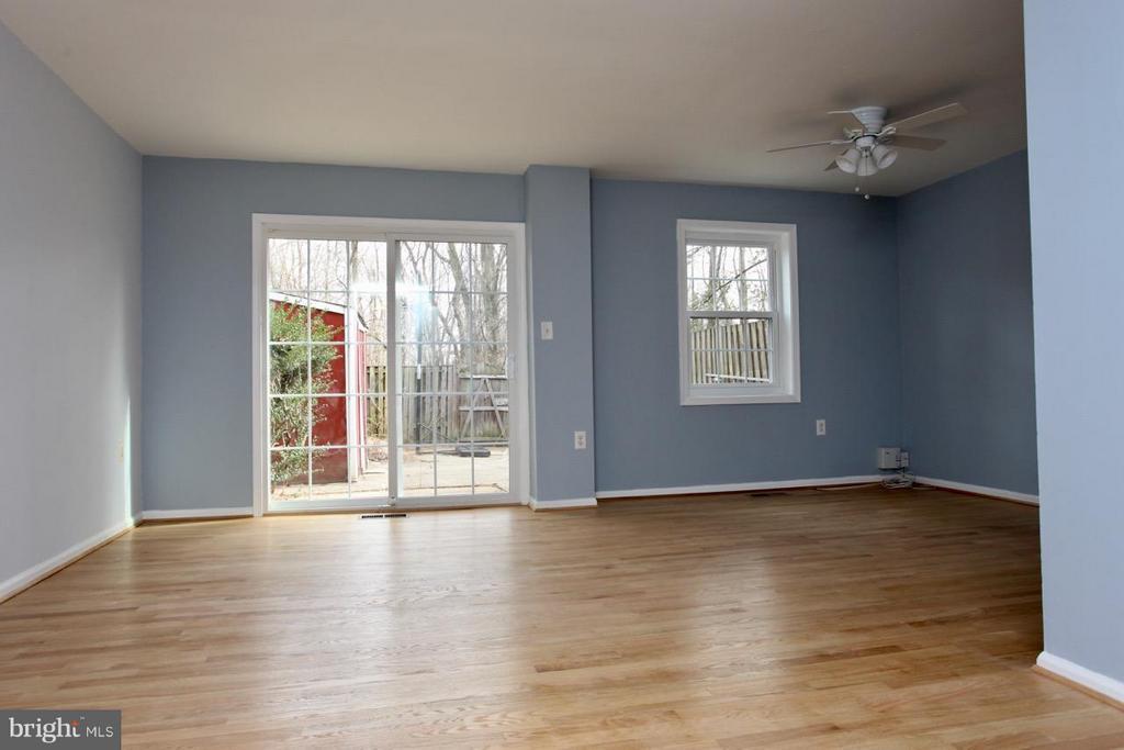 Living Room - 9835 LAKEPOINTE DR, BURKE