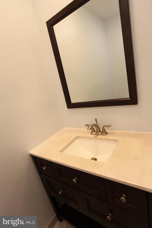 Half Bath on 1st Floor - 9835 LAKEPOINTE DR, BURKE