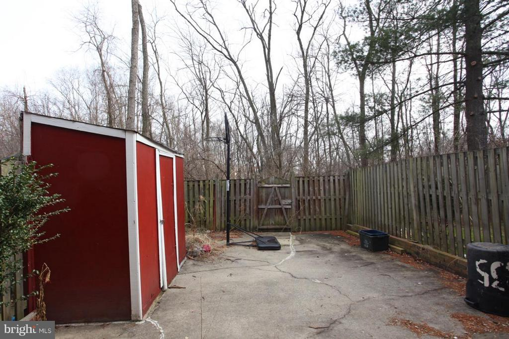 Private Fenced Backyard - 9835 LAKEPOINTE DR, BURKE