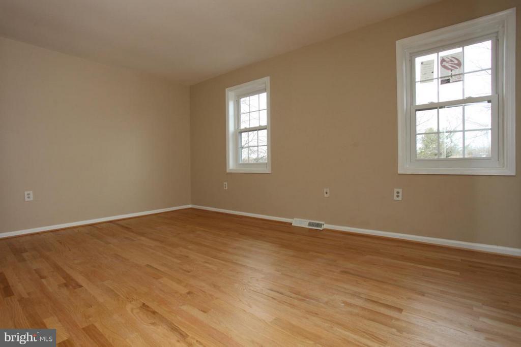 Bedroom (Master) - 9835 LAKEPOINTE DR, BURKE