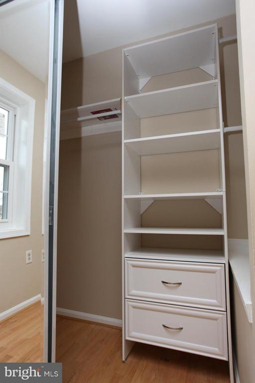 Master Bed Build-in Closet - 9835 LAKEPOINTE DR, BURKE