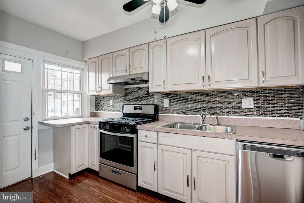 Kitchen - 4935 NEW HAMPSHIRE AVE NW, WASHINGTON