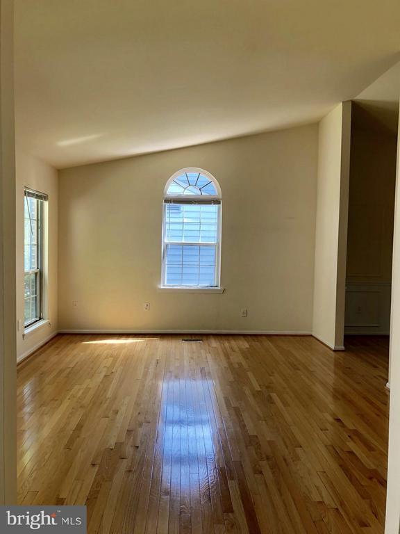 living room - 10901 FOX SPARROW CT, FAIRFAX