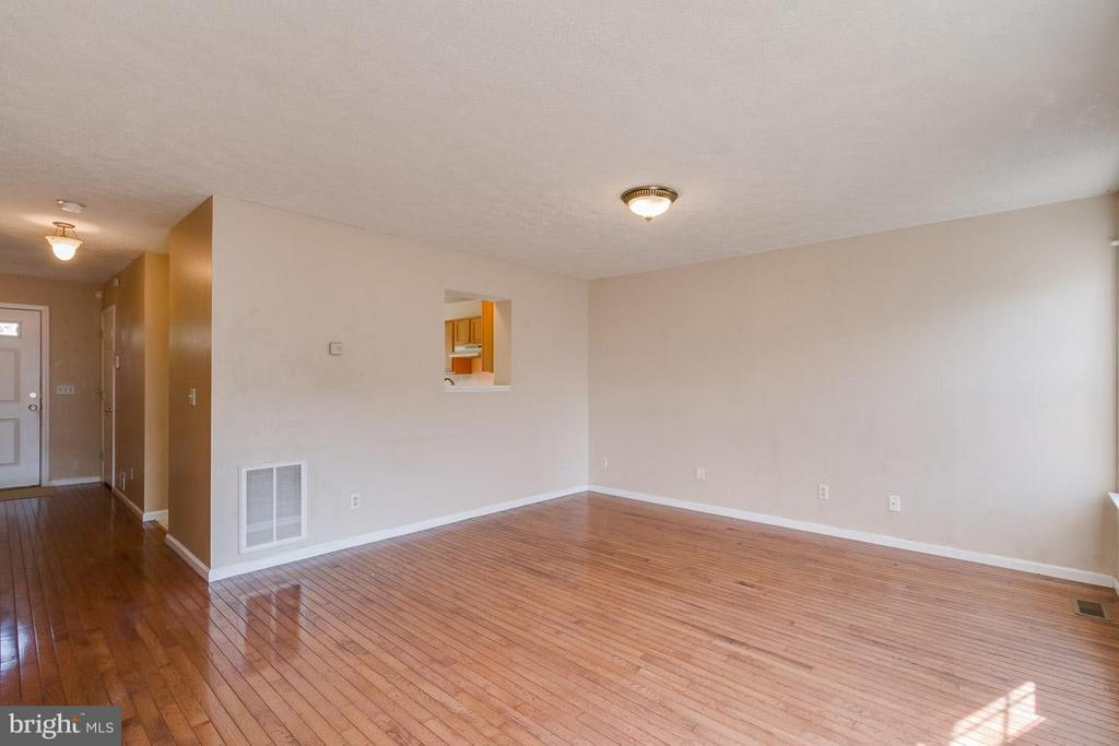 Gleaming Hardwood Floors - 319 COPPERFIELD LN, WINCHESTER