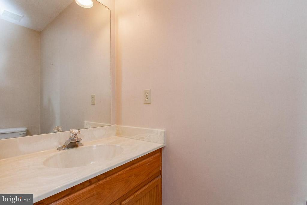 Basement Bath - 319 COPPERFIELD LN, WINCHESTER