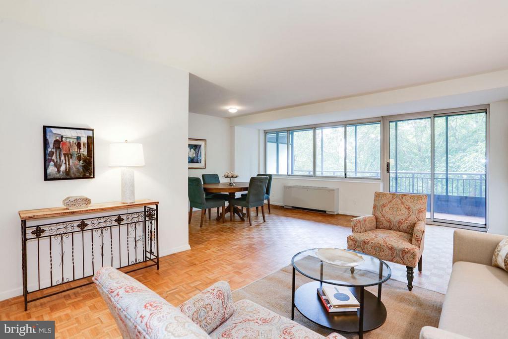 Living room open to dining room - 3900 WATSON PL NW #G1C-B, WASHINGTON