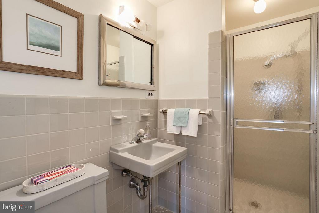 Bath - 3900 WATSON PL NW #G1C-B, WASHINGTON