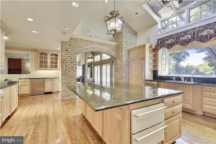 Kitchen with brick, stained glass, breakfast room - 11208 STEPHALEE LN, ROCKVILLE