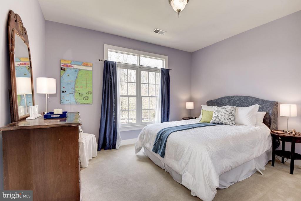 3rd Bedroom Overlooks Pool - 11203 GUNSTON RD, LORTON