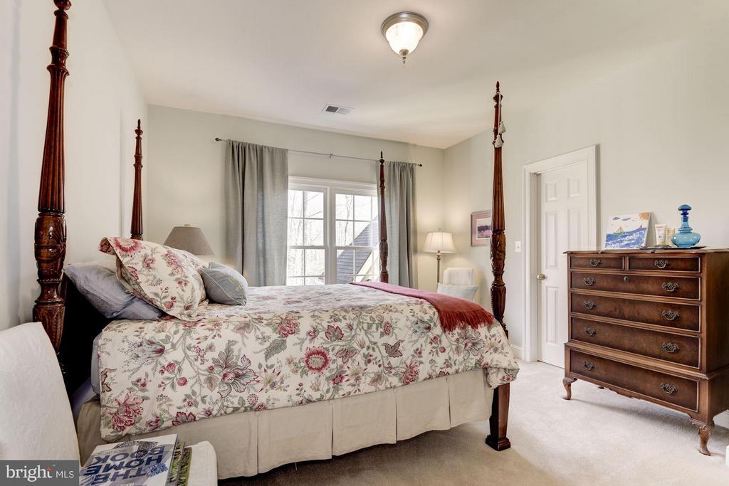 2nd Bedroom with En Suite Full Bath - 11203 GUNSTON RD, LORTON