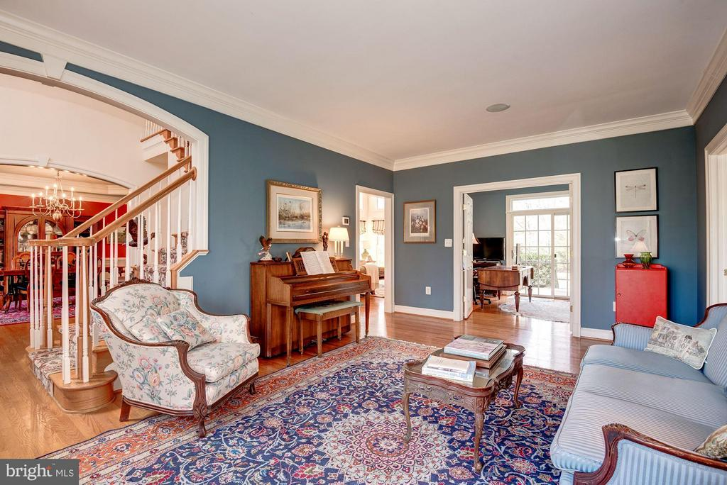 Open First Floor Living Room - 11203 GUNSTON RD, LORTON