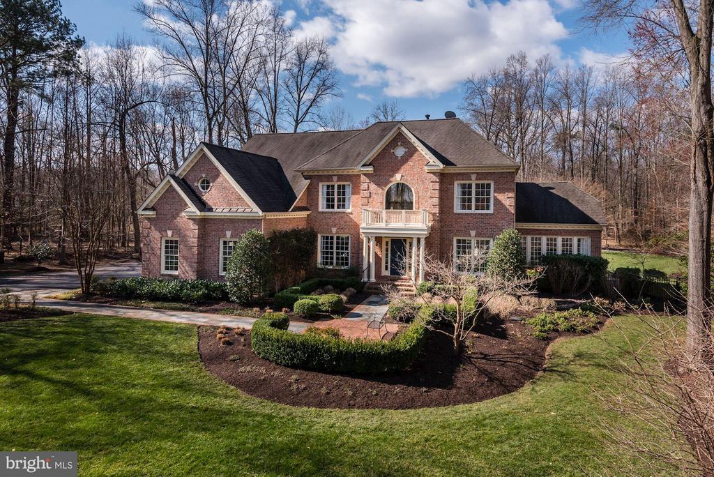 Four Season, Professionally Landscaped Yard - 11203 GUNSTON RD, LORTON