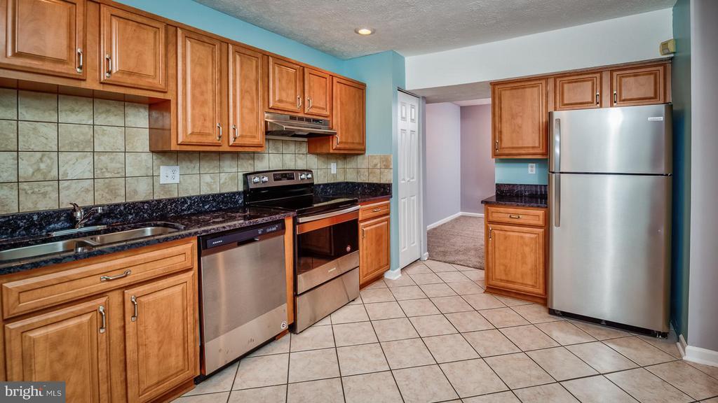 Kitchen - 10641 JOYCETON DR, UPPER MARLBORO