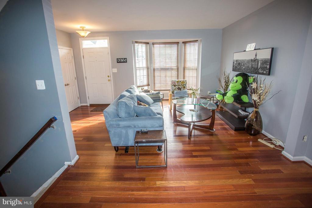 Family Room - 3862 KOVAL LN, WOODBRIDGE